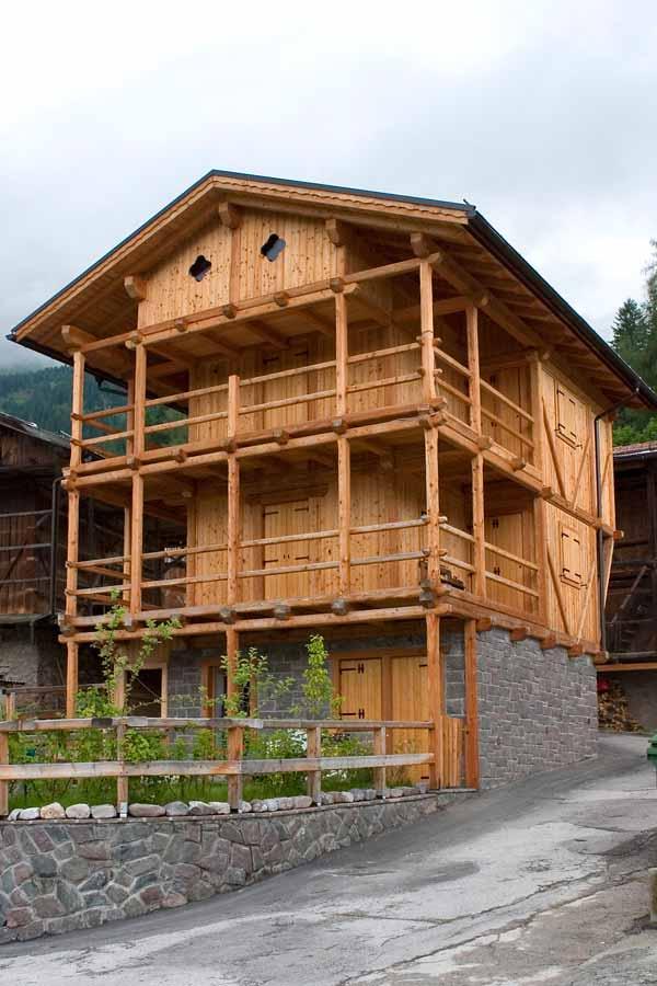 Balconi in legno for Grate in legno per balconi