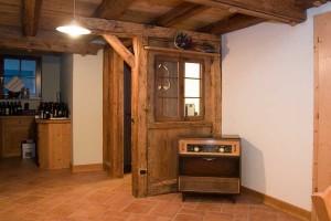 Realizzazioni in legno dgm falegnameria arredamenti for Arredo camino rustico