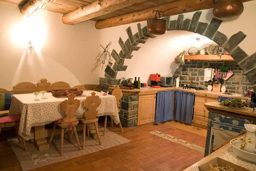 Cucine rustiche in legno for Foto di case rustiche