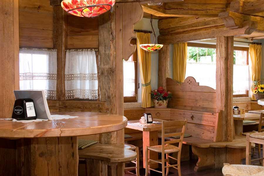 Soffitti bar immagini ispirazione sul design casa e mobili for Fabbian arredamenti