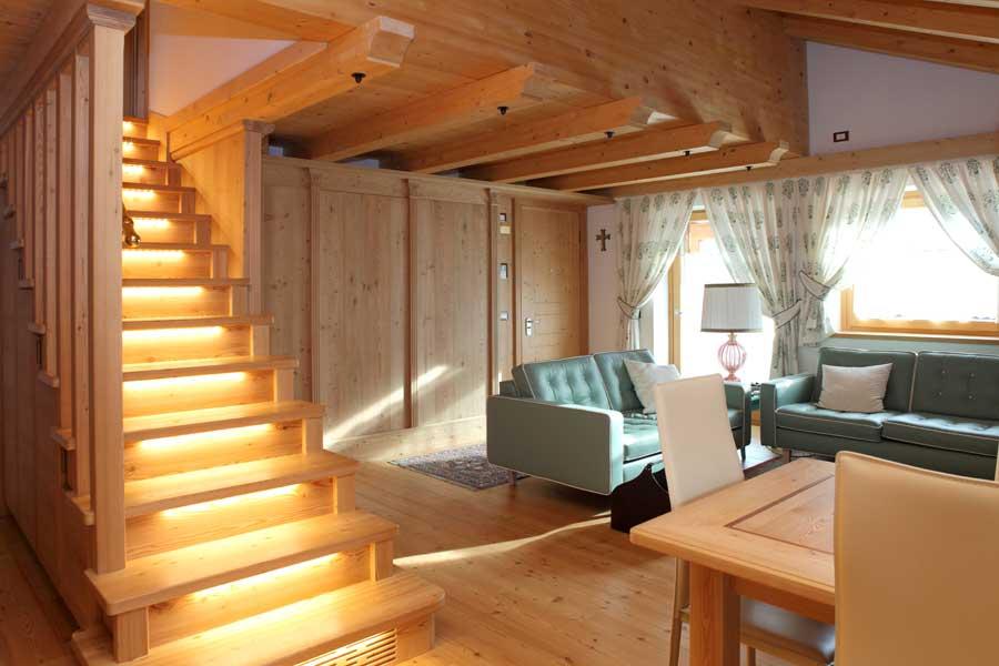 Stile classico per un open space soggiorno sala da pranzo - Scala soggiorno ...