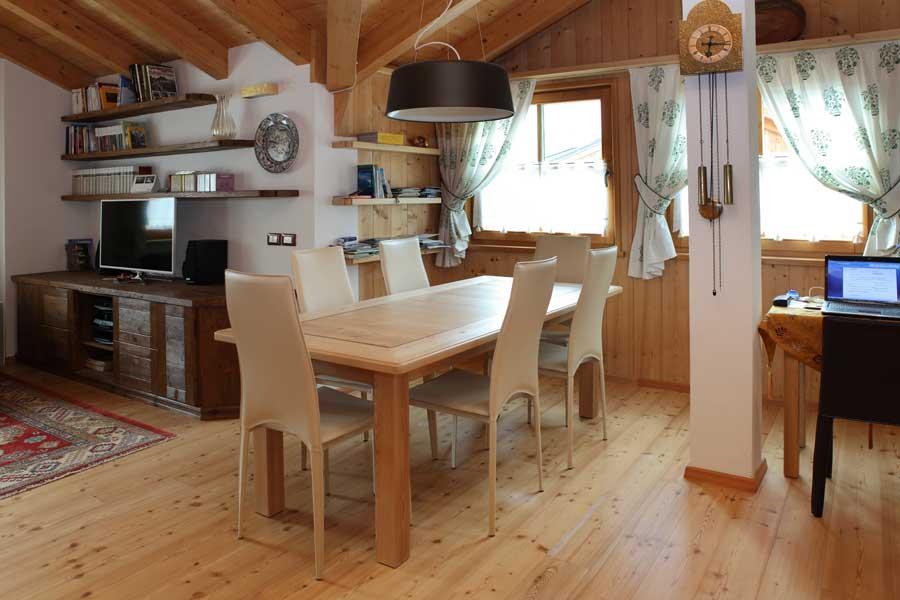 Stile classico per un open space soggiorno sala da pranzo for Sala da pranzo e soggiorno