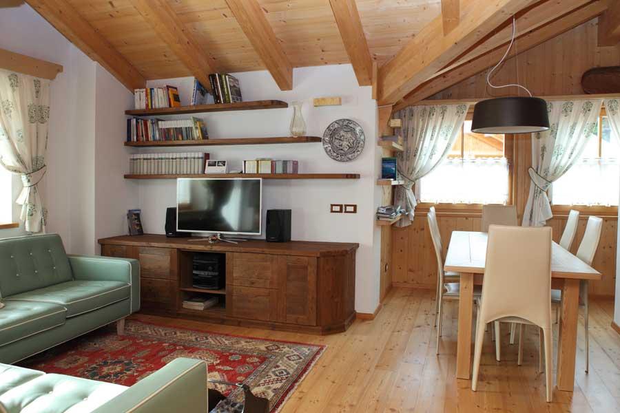 Stile classico per un open space soggiorno sala da pranzo cucina - Open space cucina salotto ...
