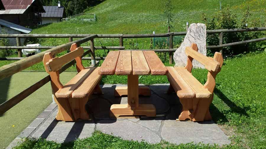 Panca e tavolo realizzati da dgm arredamenti falegnameria for Arredo esterno in legno