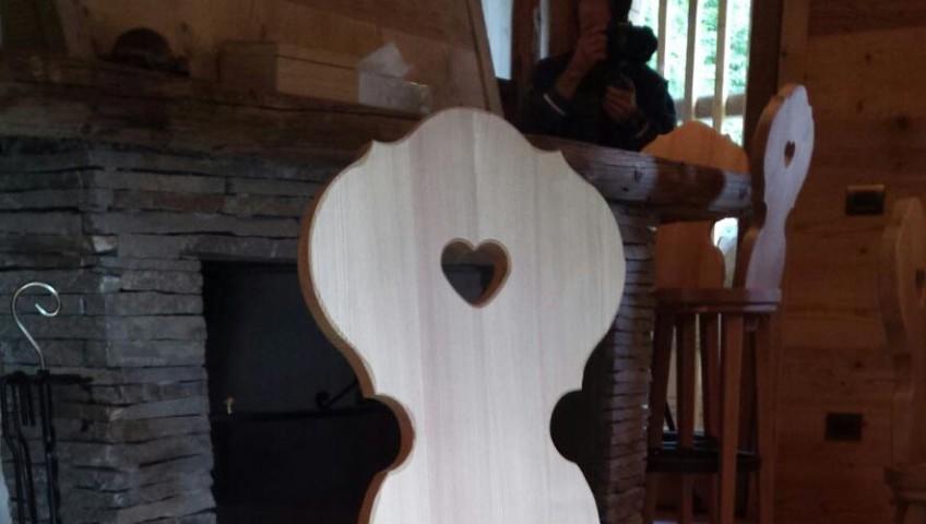 Sedia in legno dal design tradizionale for Casa in legno tradizionale